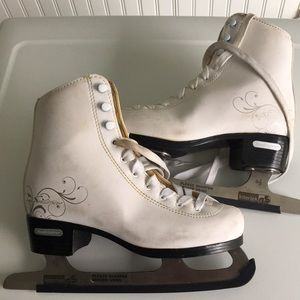 Other - 🔴Preloved Ice Skating Shoes 🔴